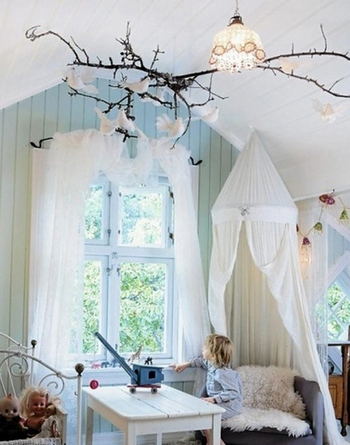 Потолок в детской комнате: красочное небо над маленькой страной, Домфронт