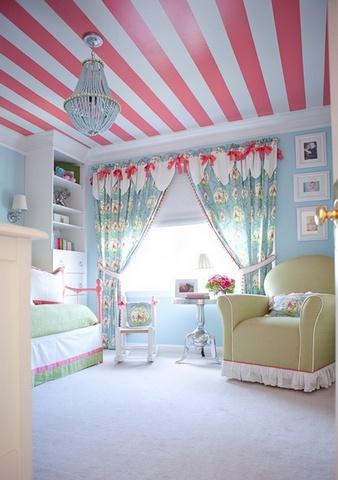 потолок в полоску в детской комнате