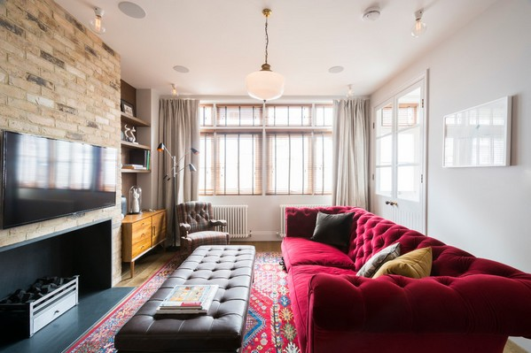 Красный диван в интерьере, Домфронт
