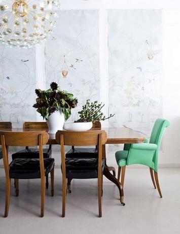 акцентный стул мятного цвета