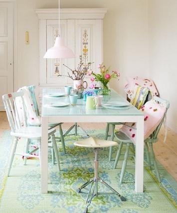 мятный цвет в интерьере столовой