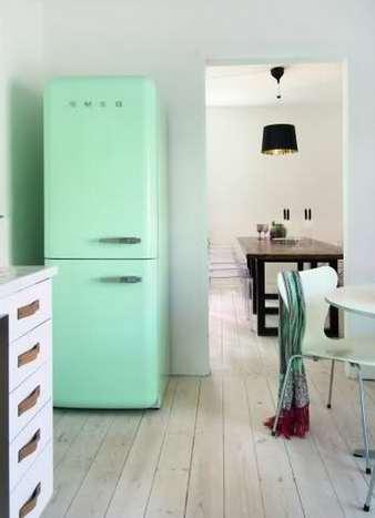 ретро холодильник в мятном цвете