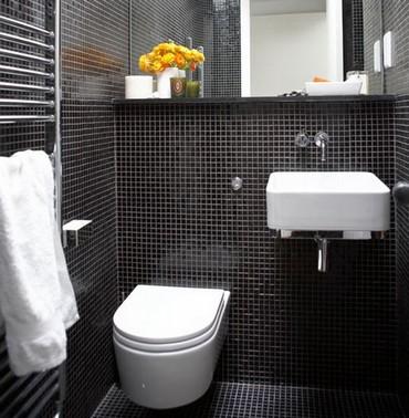 туалет в черно-белом цвете