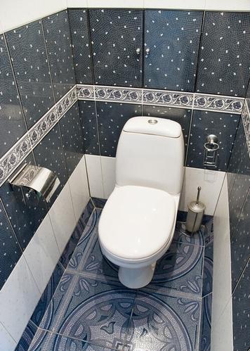 комбинирование плитки в туалете