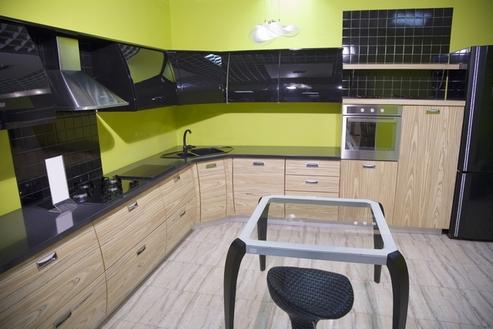 кухня черный и цвет дерева