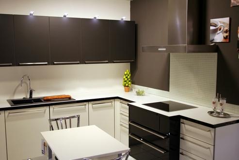 кухня темный верх - белый низ