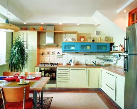 сочетание салатового и голубого в кухонном гарнитуре
