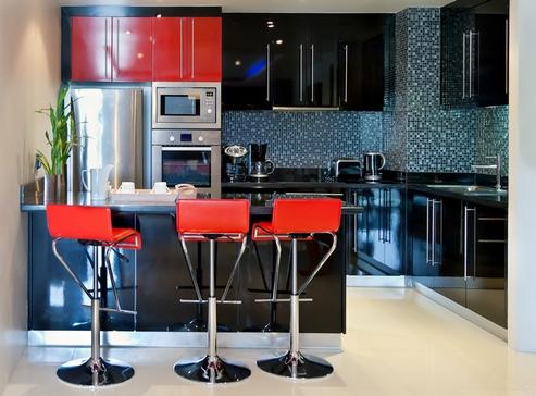 кухня черная с красным
