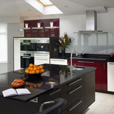 красно-черно-белая кухня
