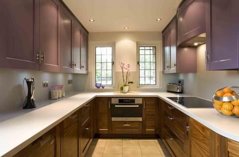 Дизайн узкой прямоугольной кухни фото