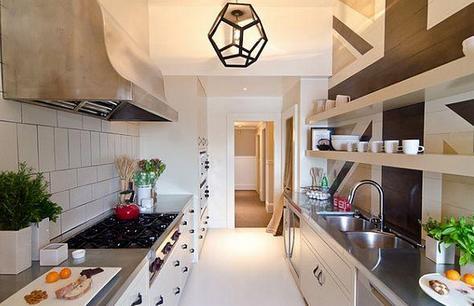 интерьер узкой длинной кухни