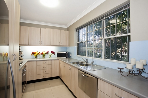 узкая кухня в форме буквы П