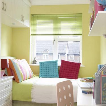 узкая детская спальня