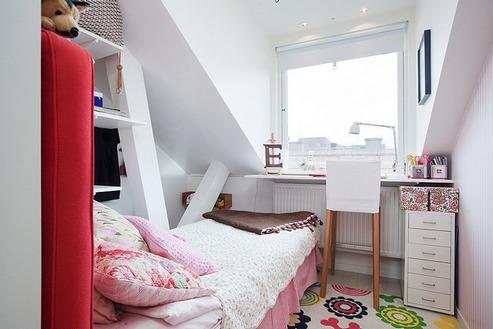 планировка узкой детской спальни