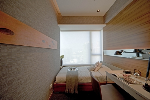 очень узкая спальня