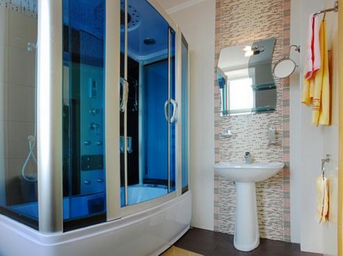 Душевая кабина в маленькой ванной комнате: фото, подбор.