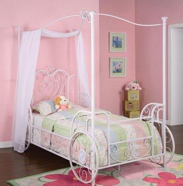 кровать с балдахином для девочки