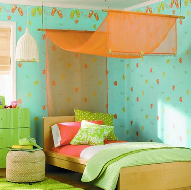 кровать с пологом в детской комнате
