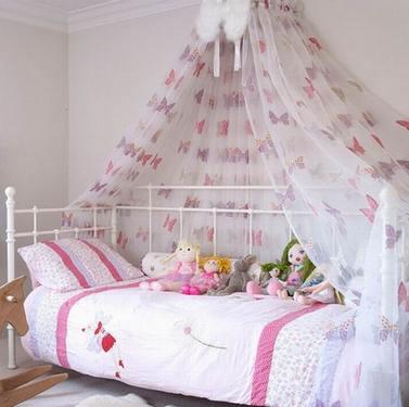 балдахин над кроватью в комнате девочки