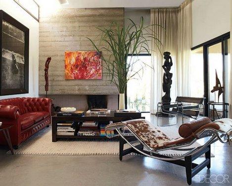 красный честерфилд в гостиной