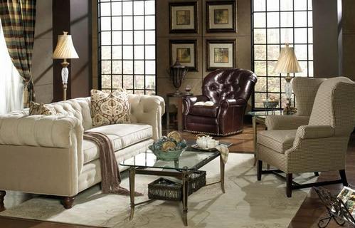 гостиная с диваном и креслом честерфилд