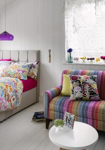 разноцветный декор интерьера