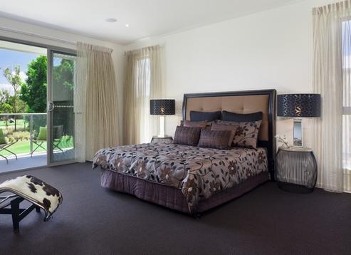 темный ковролин в спальне