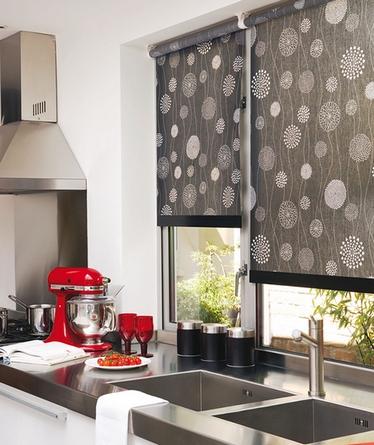 черные шторы на кухне