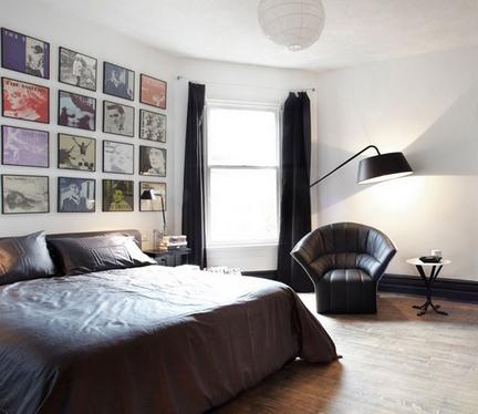 интерьер с черными шторами
