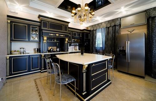 черная кухня с черными шторами