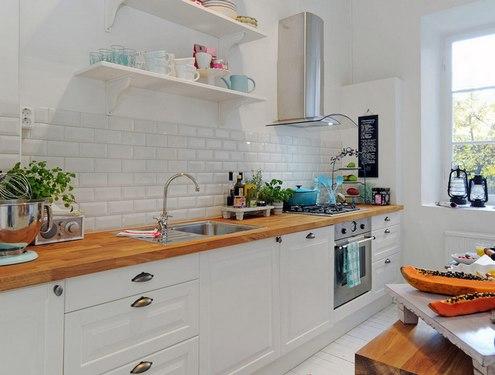 столешница для кухни с белыми фасадами