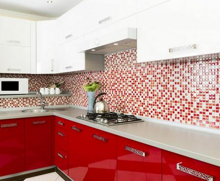 бело-красный кухонный гарнитур