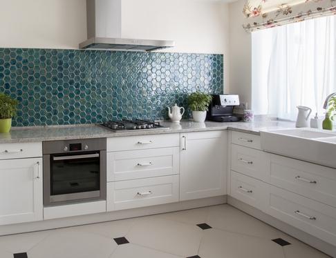 цвет столешницы для белой кухни