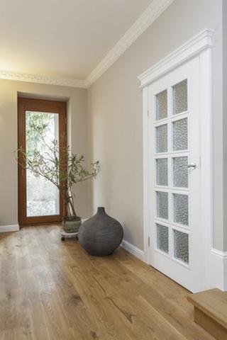 Белые двери в интерьере | Домфронт
