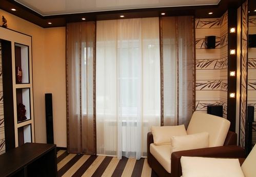 коричневые шторы в гостиной