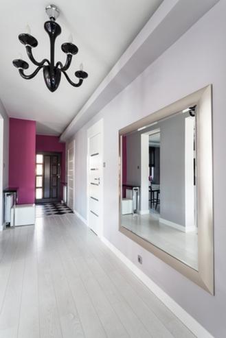 серые полы и цвет дверей