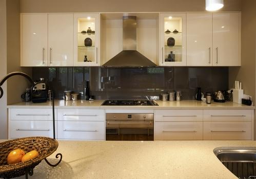 симметричный дизайн кухни