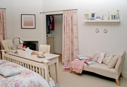 кушетка в интерьере спальни