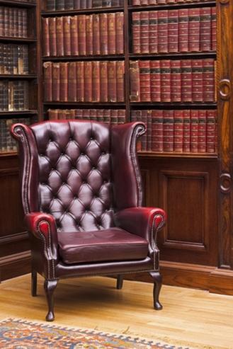 английское кресло с ушами в интерьере