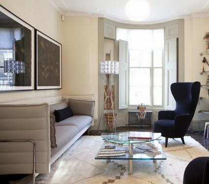 английское кресло в современной гостиной
