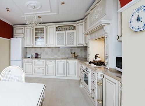 белая бытовая техника на кухне