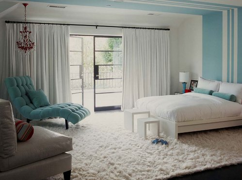 голубые детали в спальне