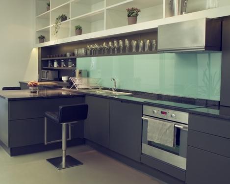 Стеклянный фартук на кухне, Домфронт