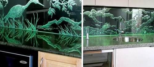 стеклянный фартук с пескоструйными рисунками