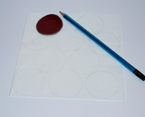 маленькая ёлочка из бумажных салфеток