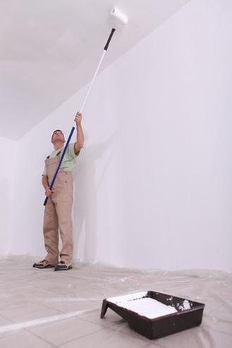 почему после покраски разводы на потолке