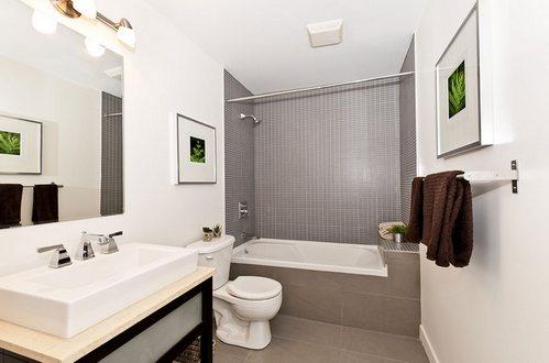 крашеные стены в интерьере ванной