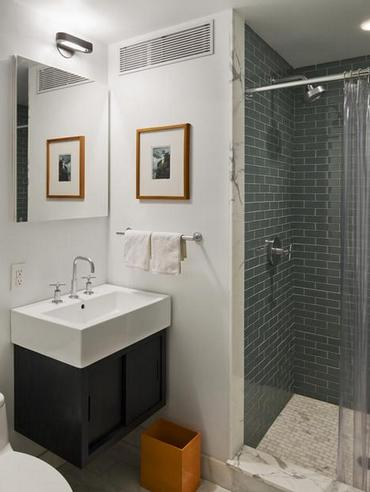 сочетание плитки и краски в ванной