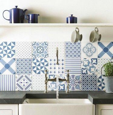 плитка с бело-синими узорами