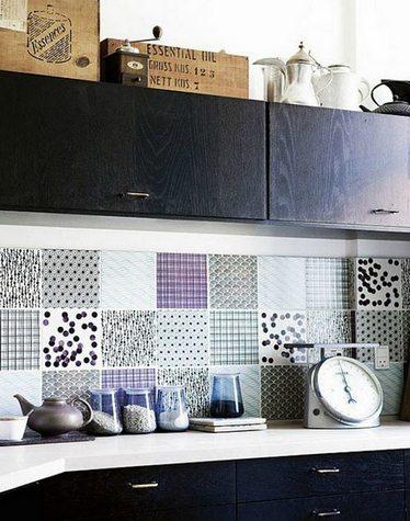 плитка с разными узорами на кухне